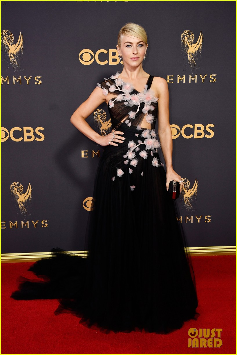 julianne hough red carpet emmys 053958980