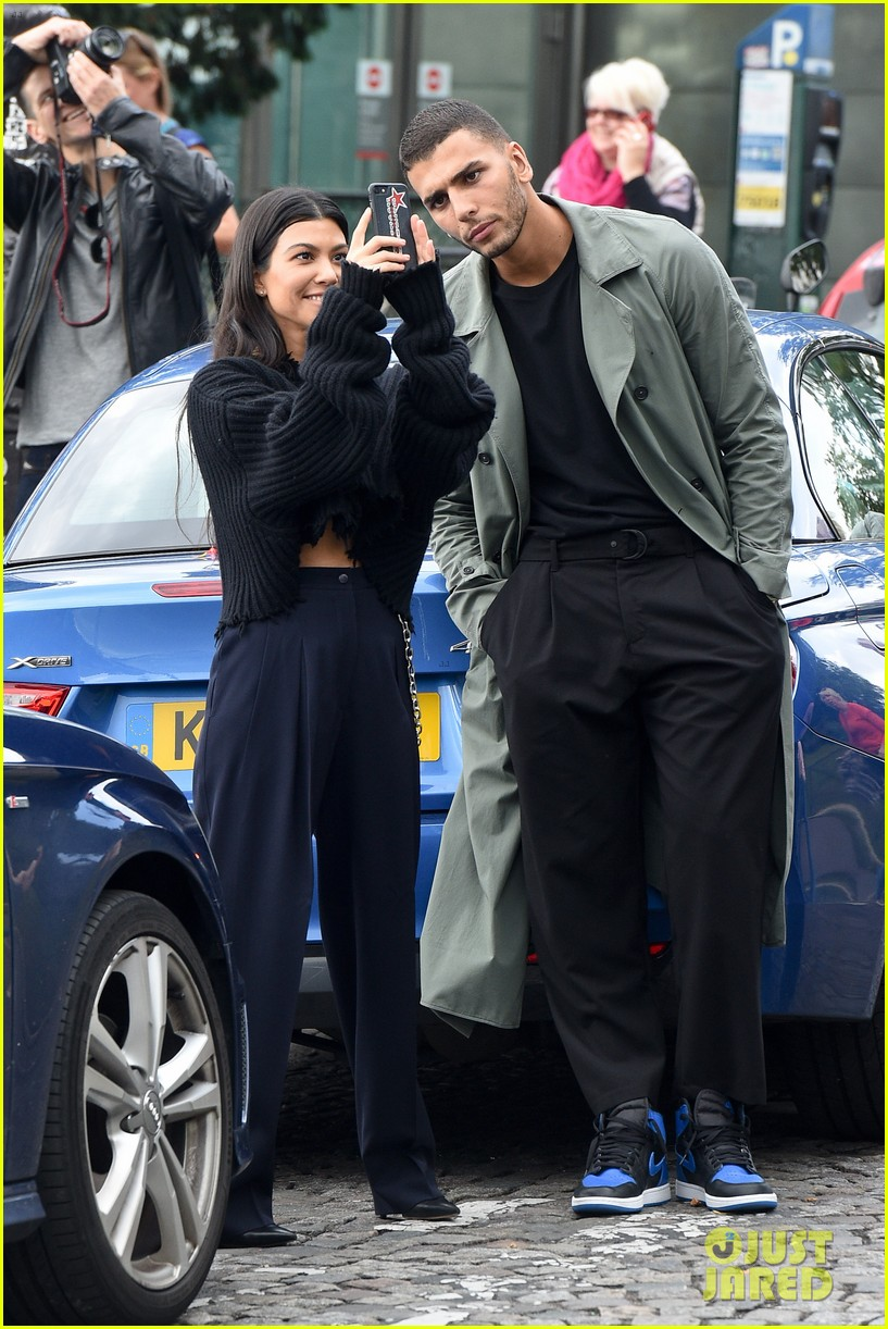 kourtney kardashian younes bendjima hold hands while sightseeing in paris 103966599