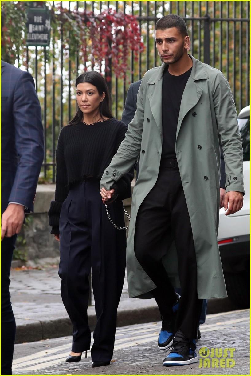 kourtney kardashian younes bendjima hold hands while sightseeing in paris 143966603