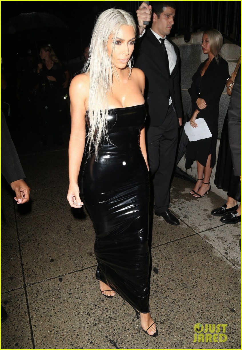 kim kardashian rocks platinum hair skin tight dress for tom ford show 053951561