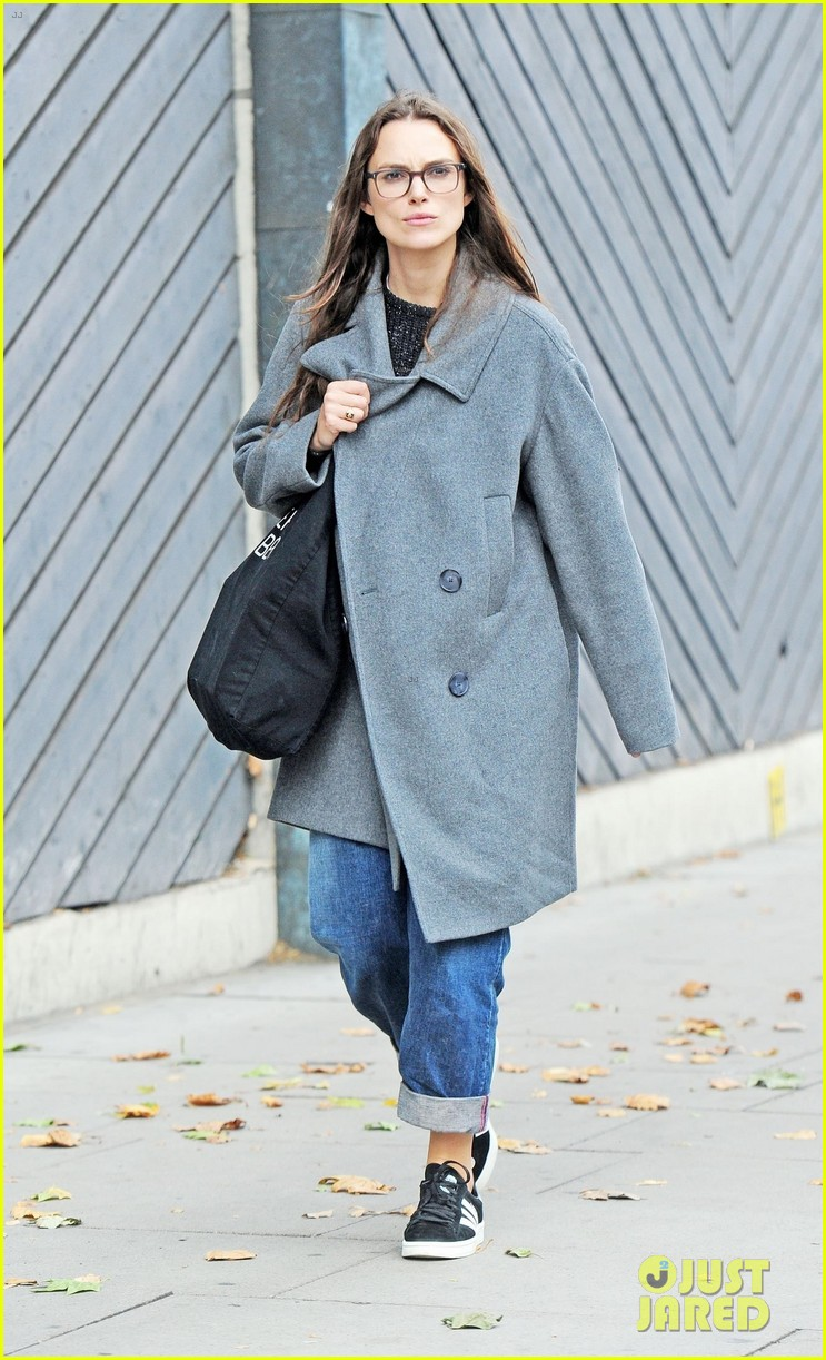 keira knightley errands in london 043956449