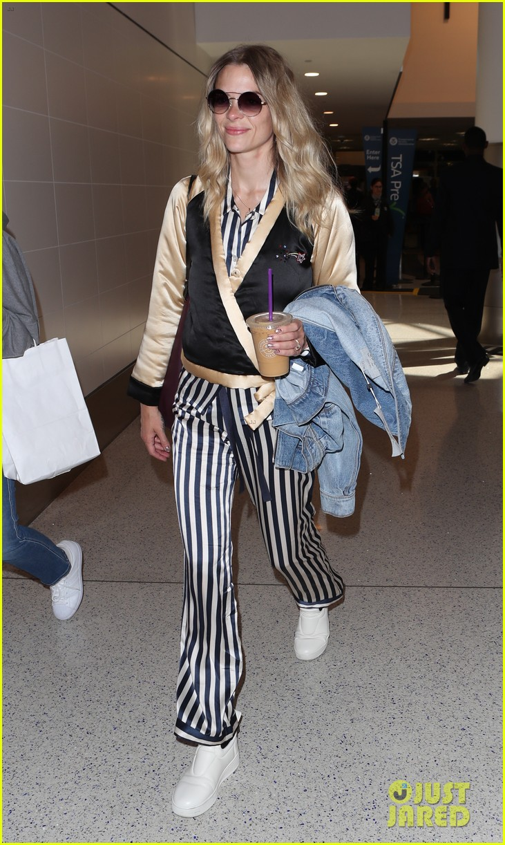 jaime king jets home from nyfw 013956815