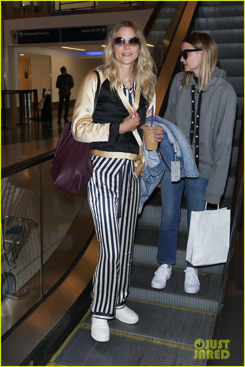 jaime king jets home from nyfw 033956817
