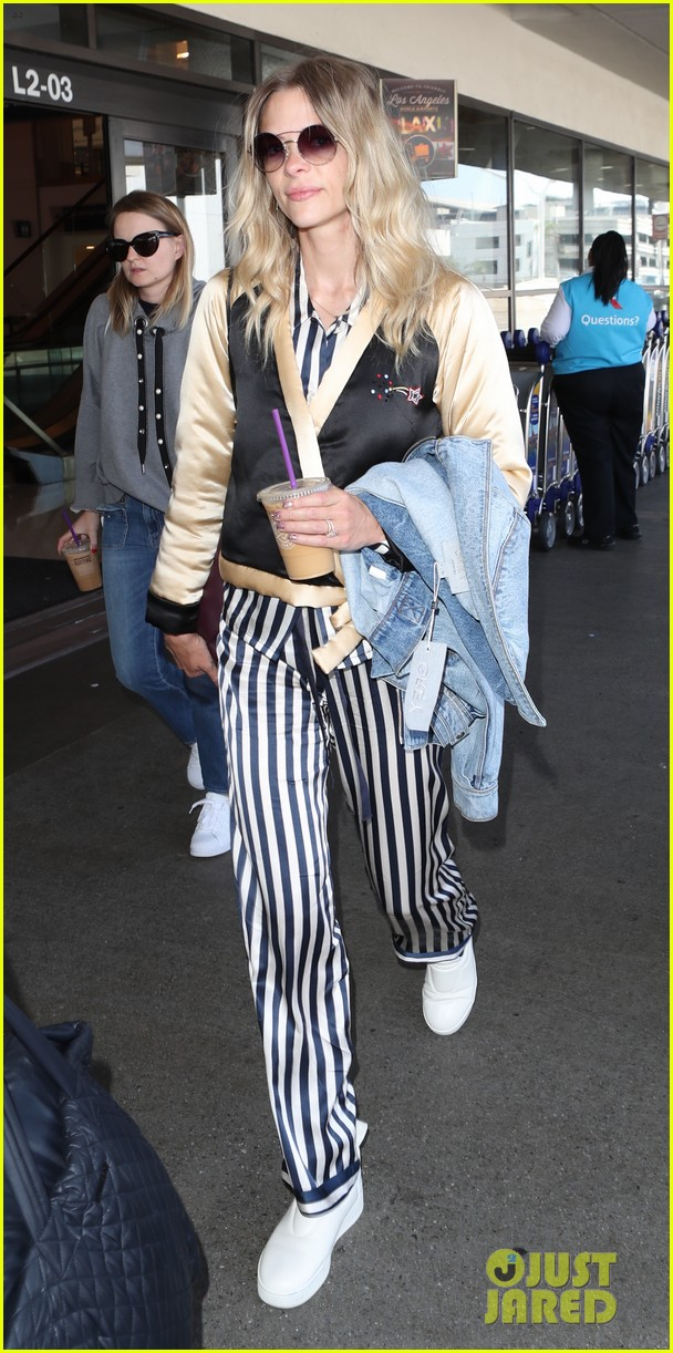 jaime king jets home from nyfw 053956819