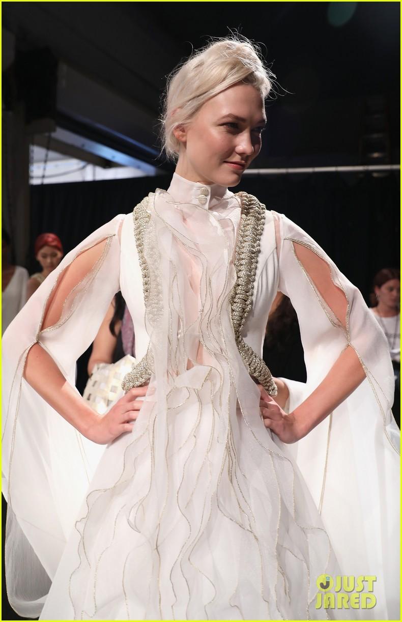 karlie kloss nina agdal continue their fashion fun during nyfw 023954950