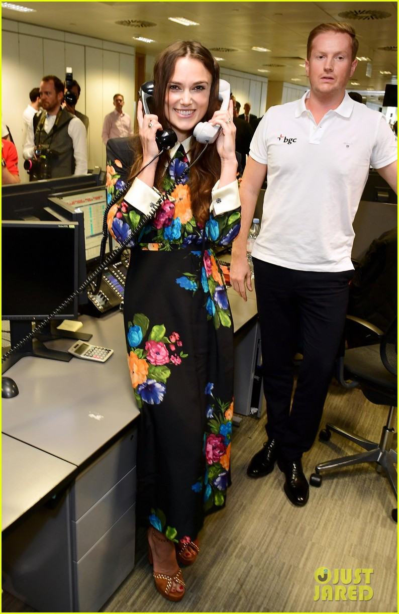 keira knightley ellie foulding answer phones at 911 charity event 053954796
