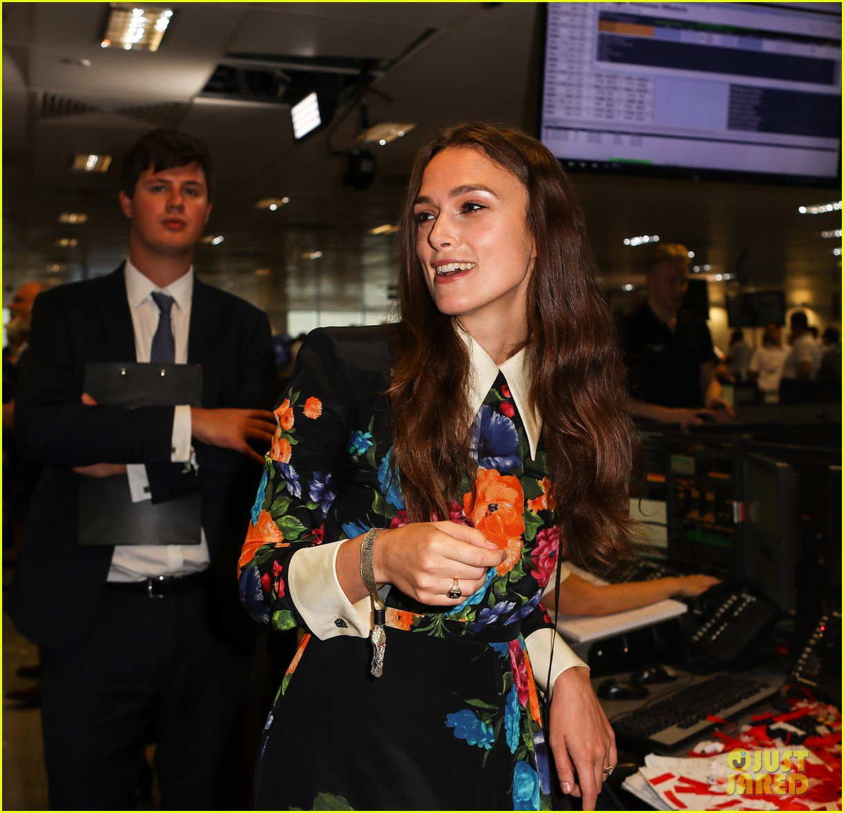 keira knightley ellie foulding answer phones at 911 charity event 103954801
