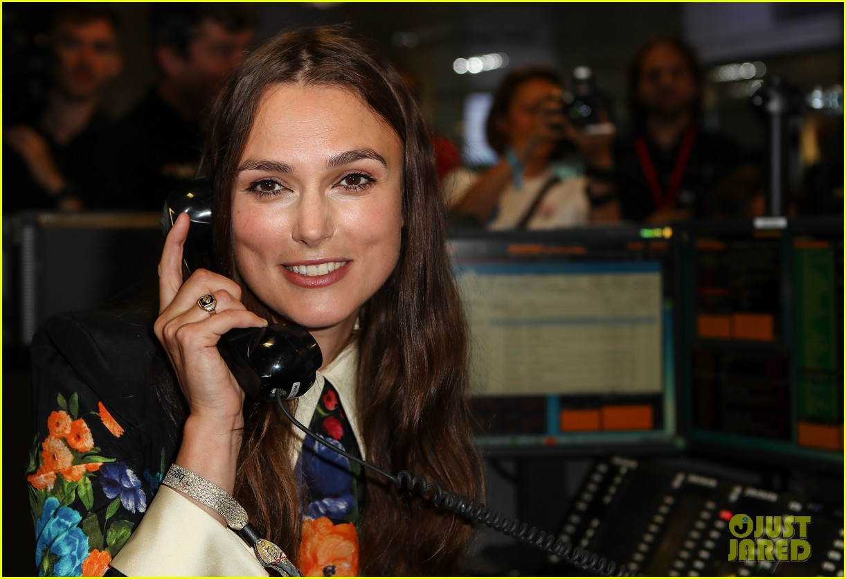 keira knightley ellie foulding answer phones at 911 charity event 113954802