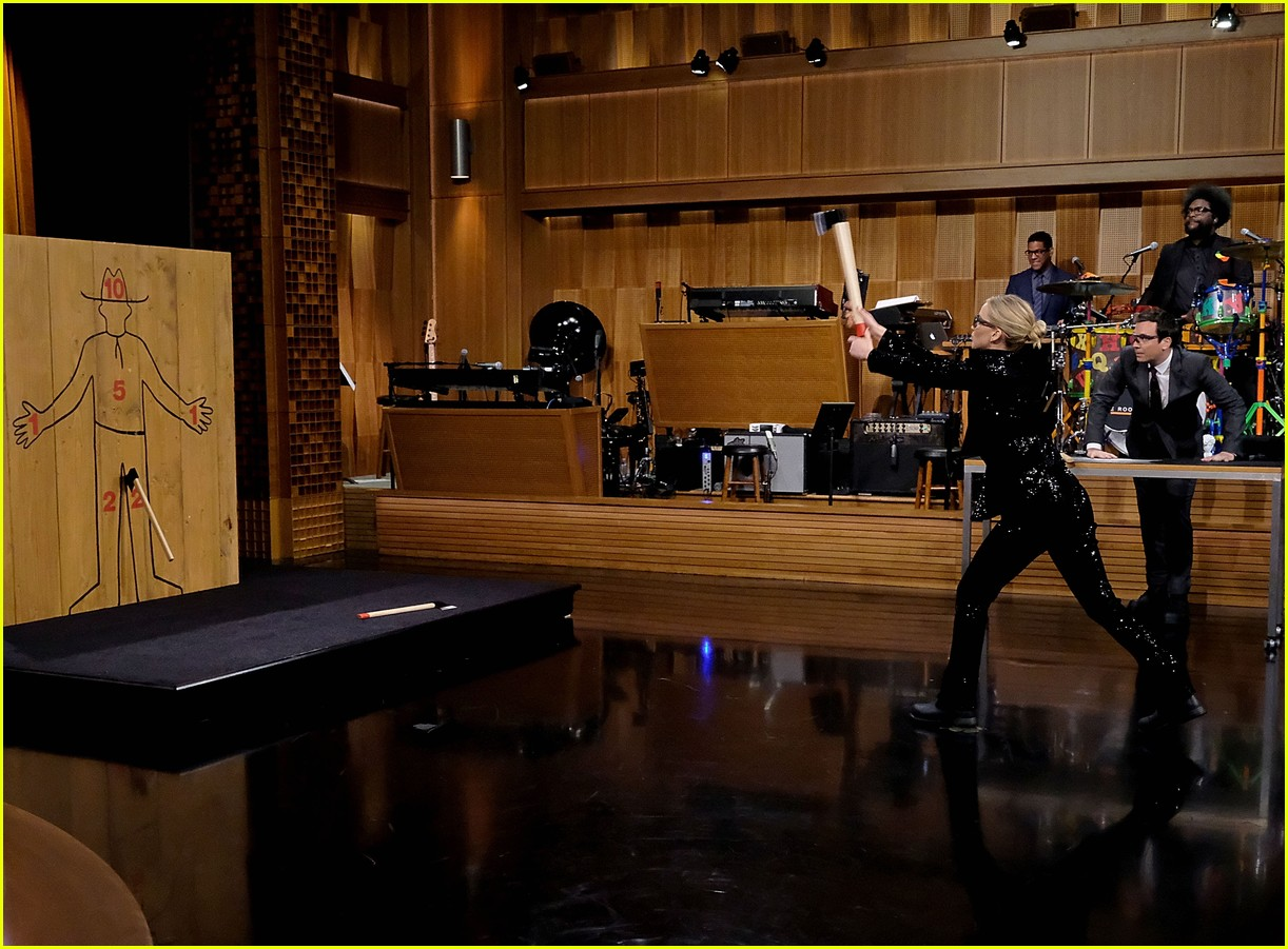 jennifer lawrence axe throwing contest jimmy fallon 023956008