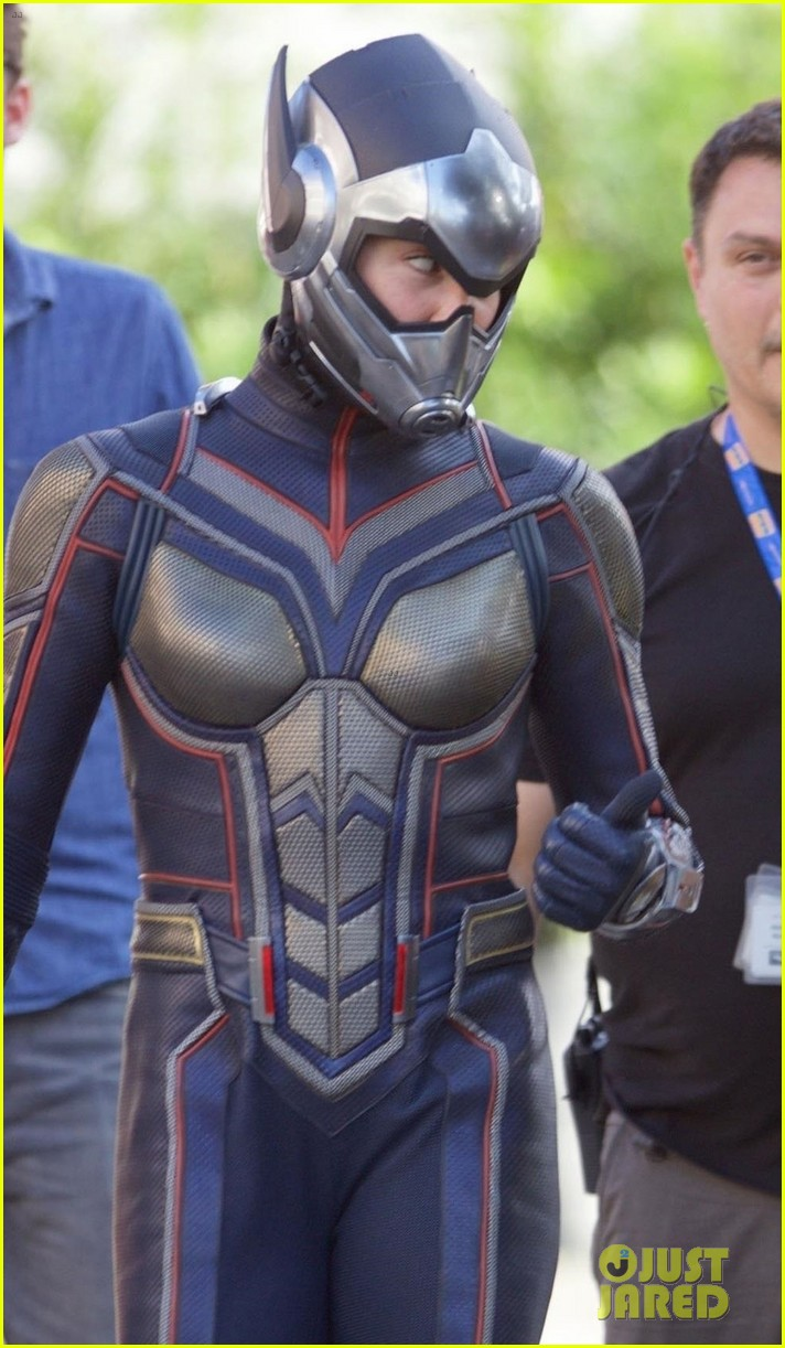 Ant Man and The Wasp  Evangeline-lilly-suits-as-the-wasp-on-set-of-ant-man-sequel-02