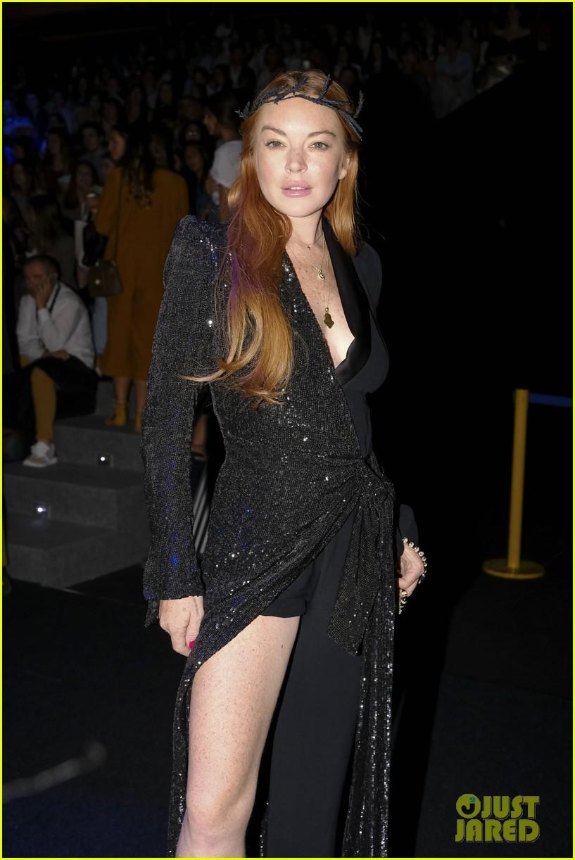 lindsay lohan shows off a lot of leg at london fashion week 033958230