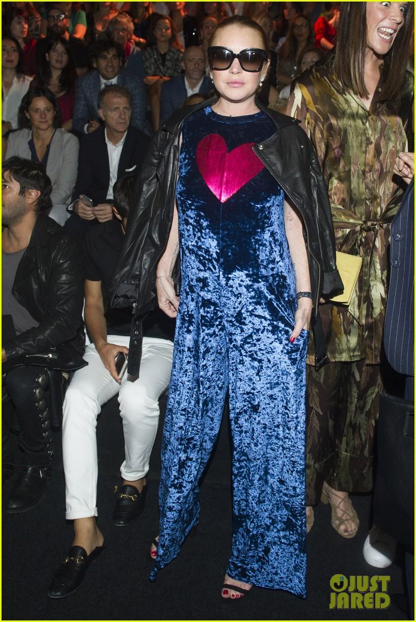 lindsay lohan shows off a lot of leg at london fashion week 043958231