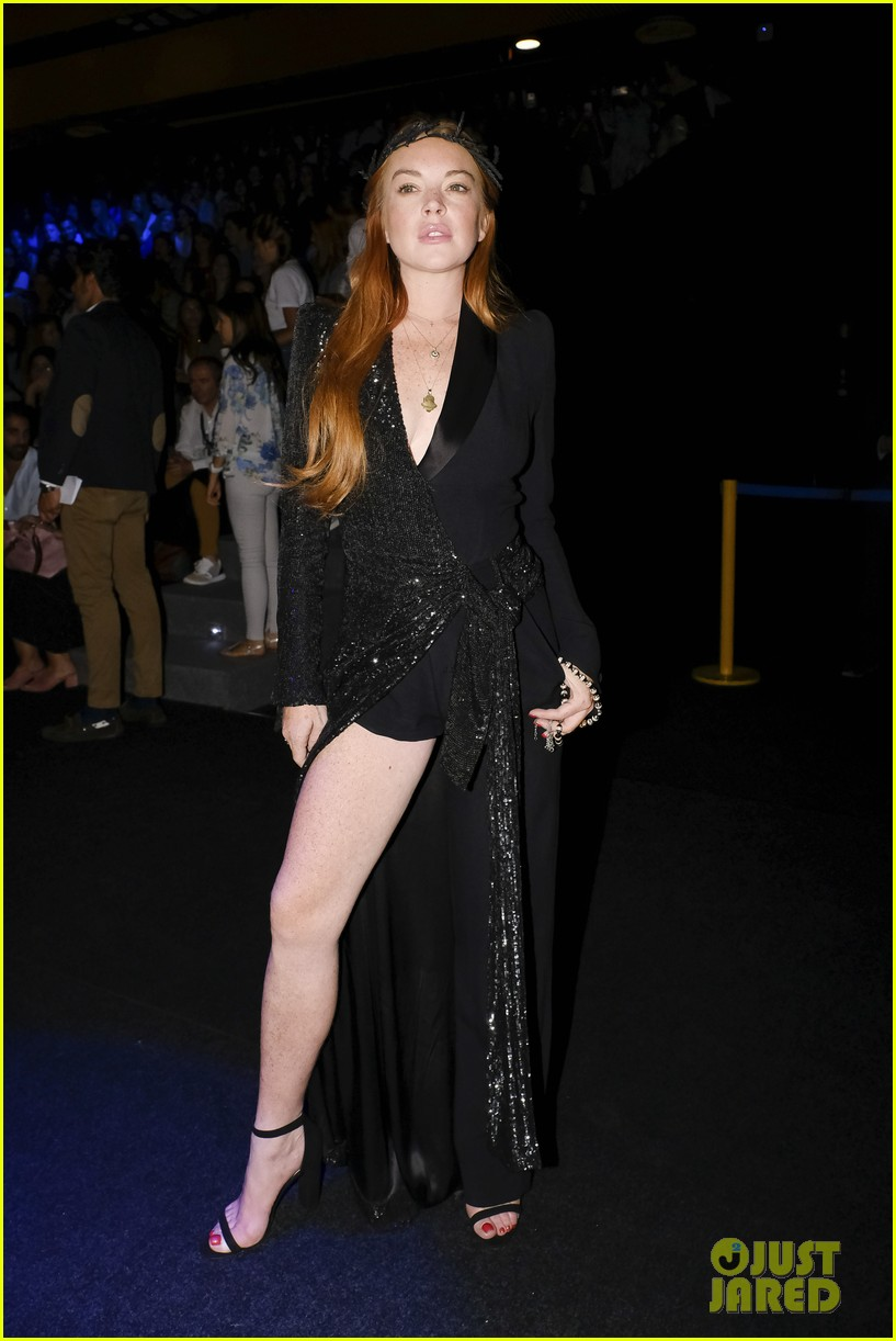 lindsay lohan shows off a lot of leg at london fashion week 053958232