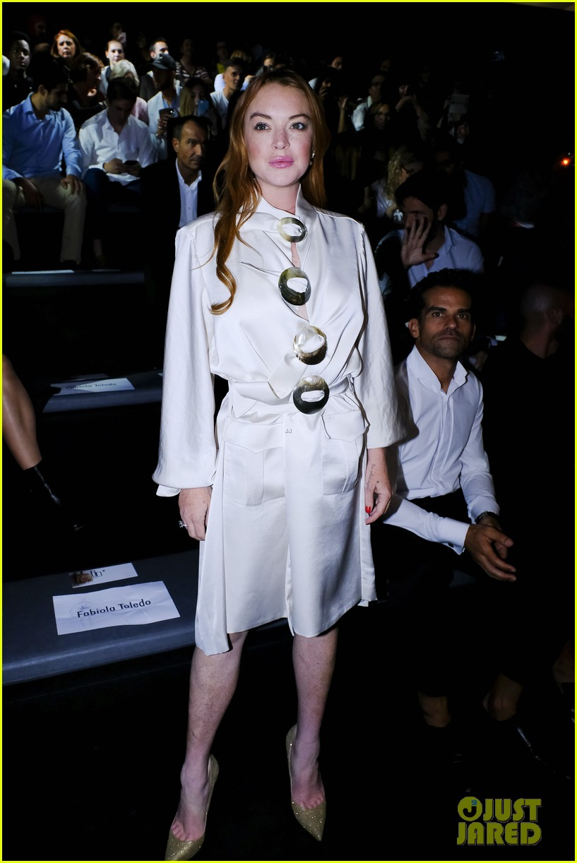 lindsay lohan shows off a lot of leg at london fashion week 073958234