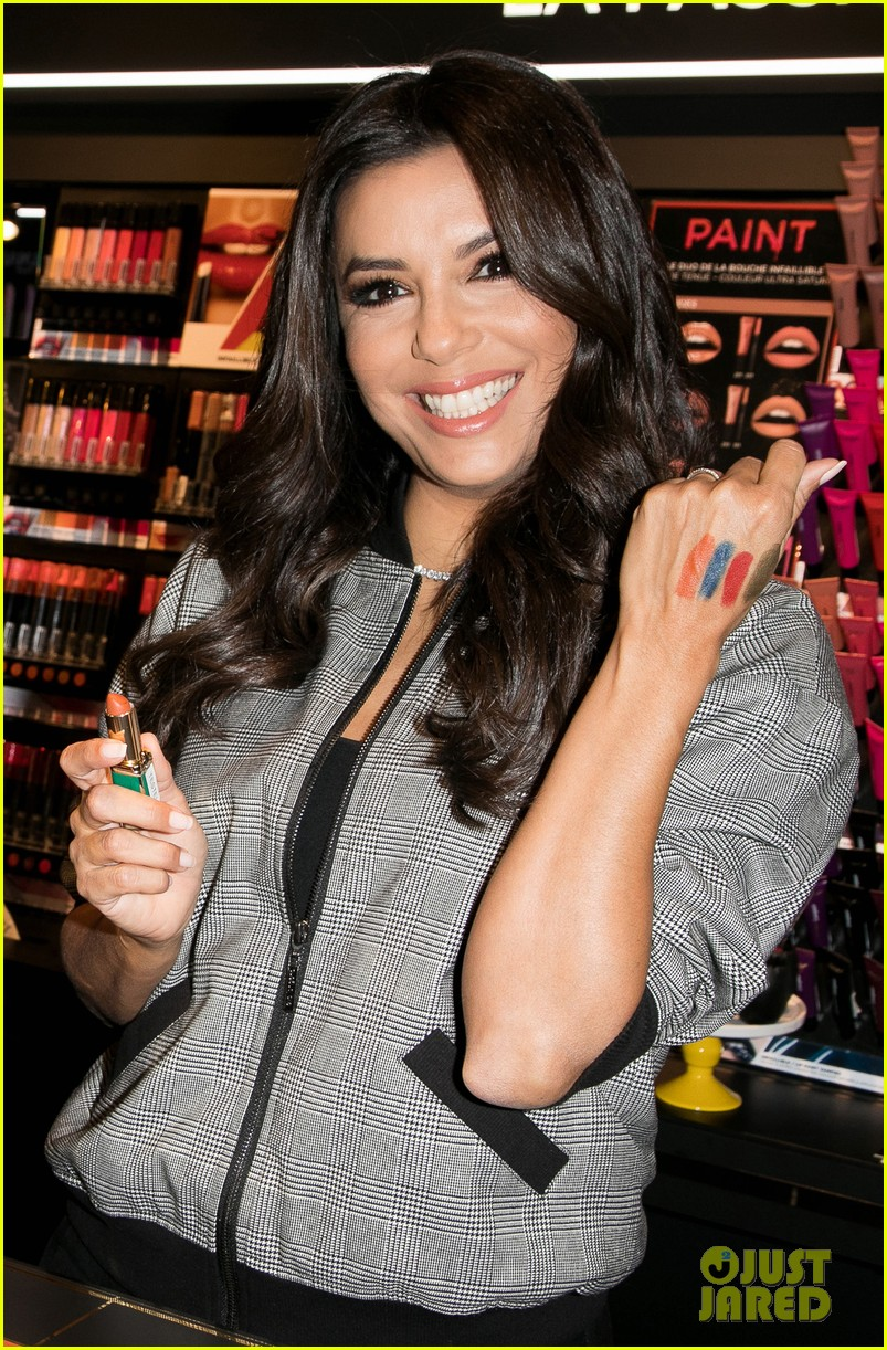 eva longoria is covered in colors at loreal fan meet and greet 013960594