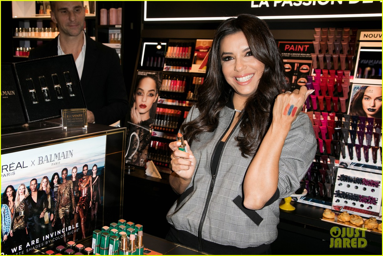 eva longoria is covered in colors at loreal fan meet and greet 043960597