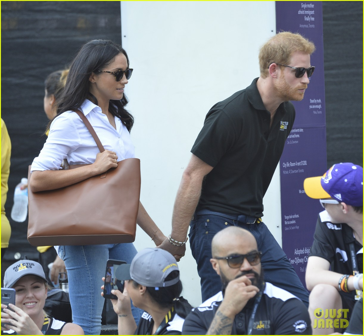meghan markle prince harry hold hands toronto 163964177