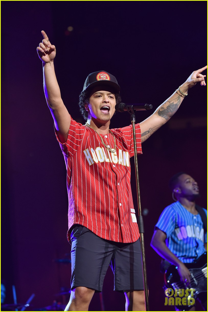 Bruno Mars Plays Two Sold Out Shows At Madison Square Garden Photo 3963402 Bruno Mars