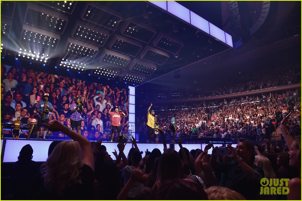bruno mars plays two sold out shows at madison square garden photo 3963412 bruno mars