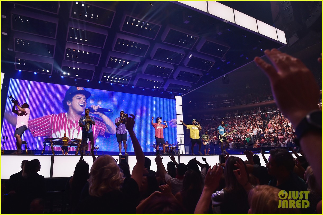 Bruno Mars Plays Two Sold Out Shows At Madison Square Garden Photo 3963415 Bruno Mars