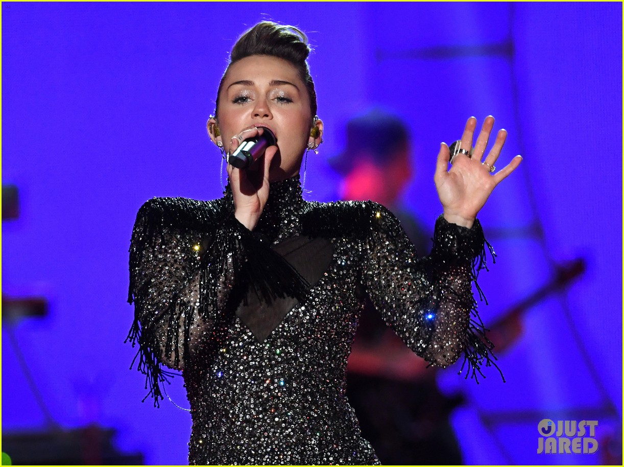 miley cyrus sparkles on stage at iheartradio music festival. 02
