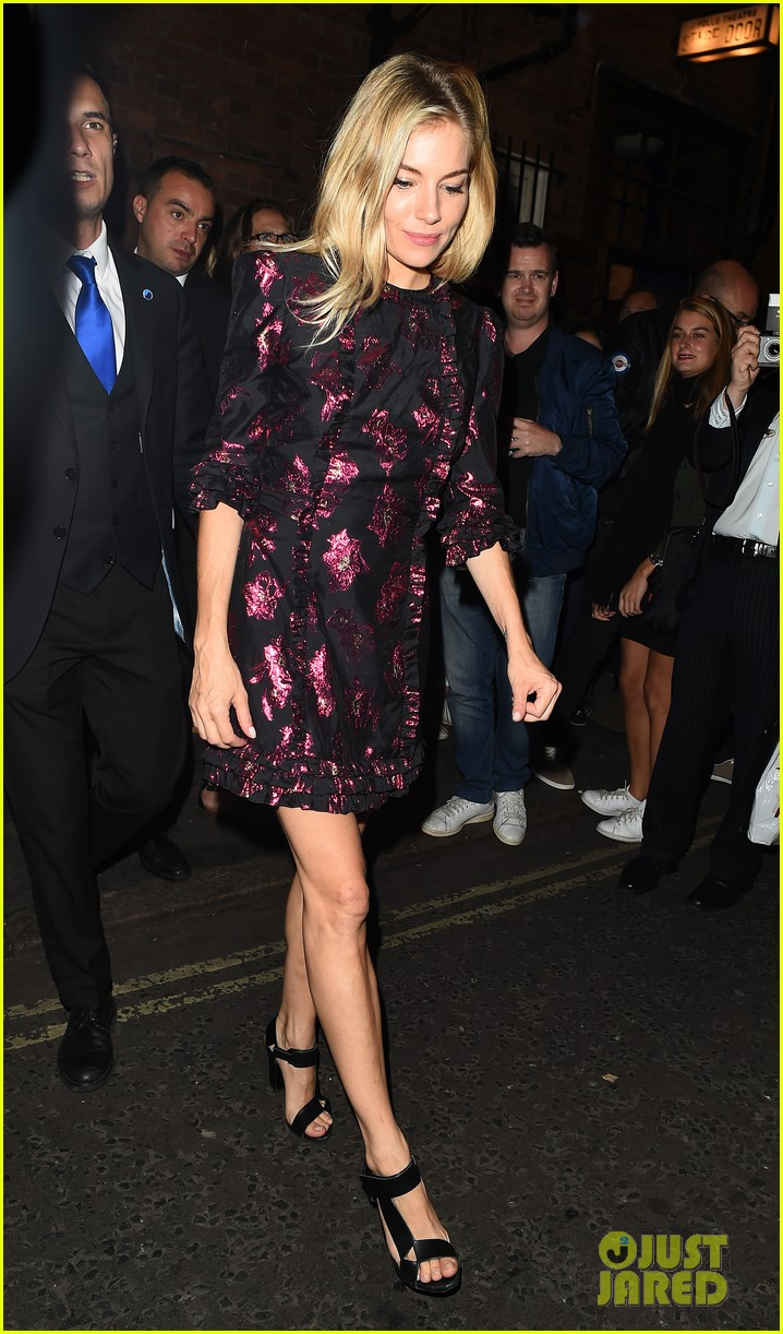 sienna miller dazzles in metallic mini dress after cat on a hot tin roof performance 023949343