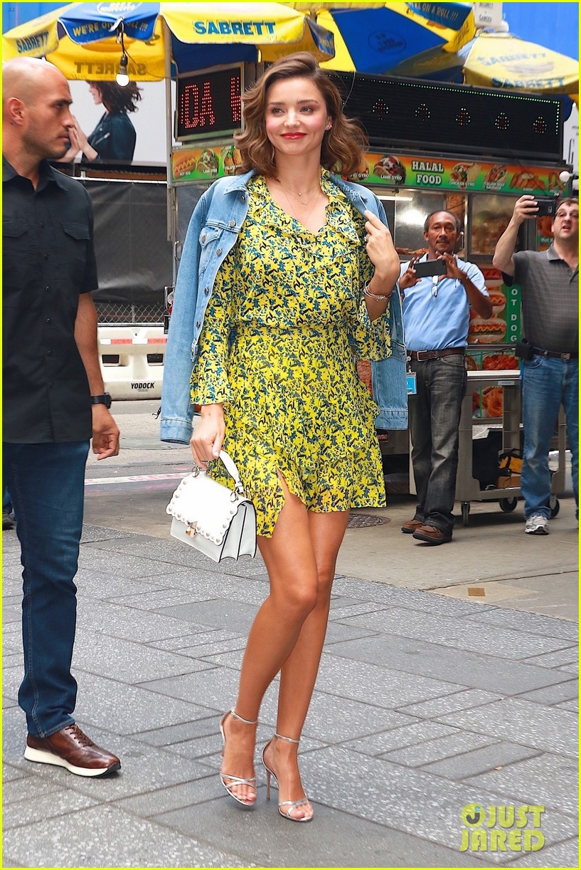 Miranda Kerr Is Cute And Colorful While Meeting Fans Photo 3957844