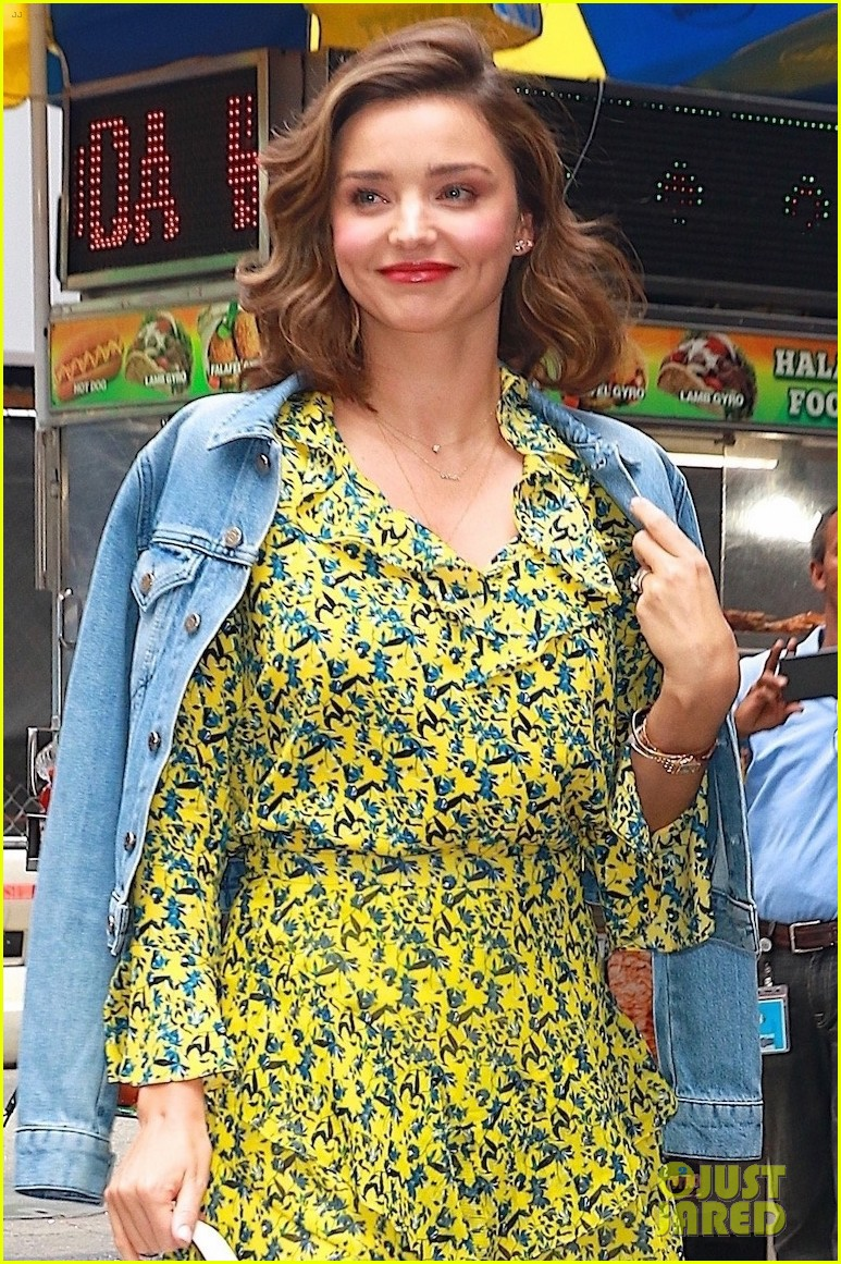 Miranda Kerr Is Cute And Colorful While Meeting Fans Photo 3957847