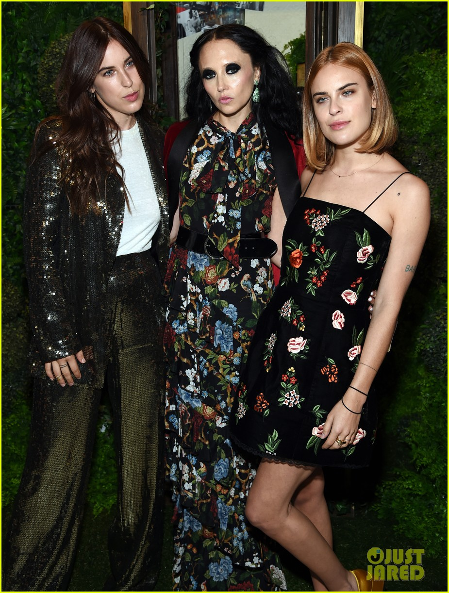 demi moore joins her daughters at alice olivia nyfw show 063955774