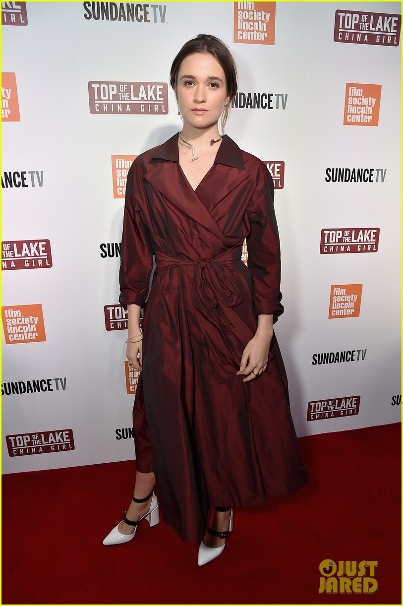 elisabeth moss gwendoline christie alice englert premiere top of the lake china girl 053952612
