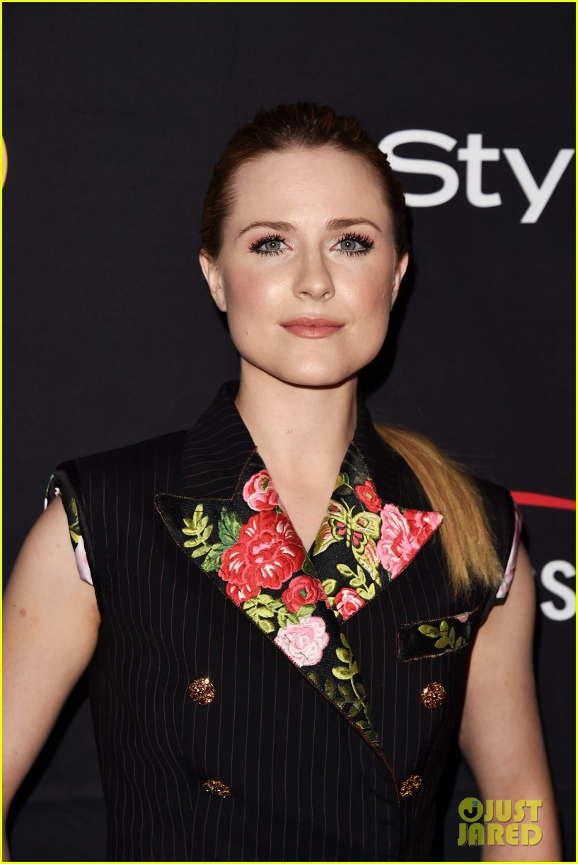 elisabeth moss evan rachel wood hfpa tiff celebration 023954090