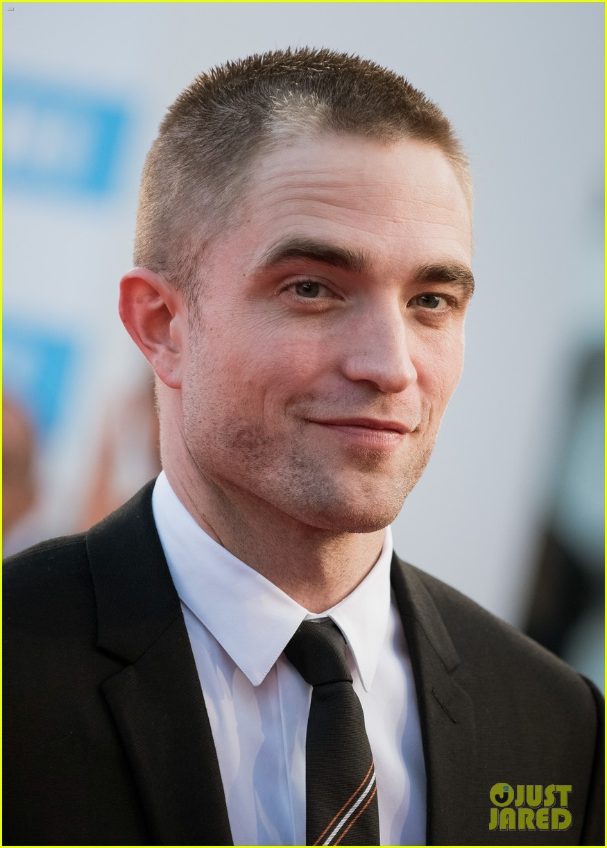 robert pattinson accepts special honor at deauville film fest 023949608
