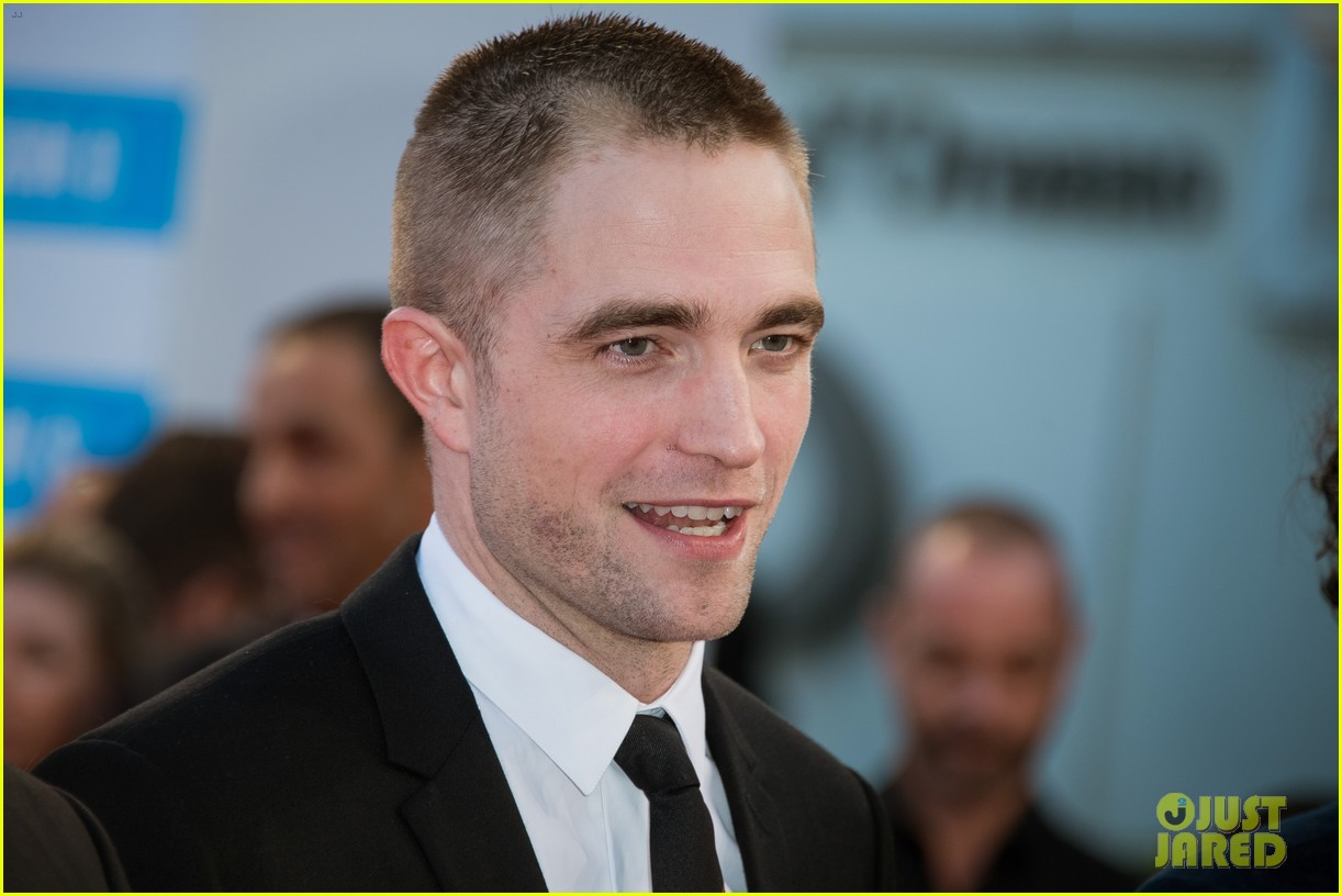 robert pattinson accepts special honor at deauville film fest 043949610