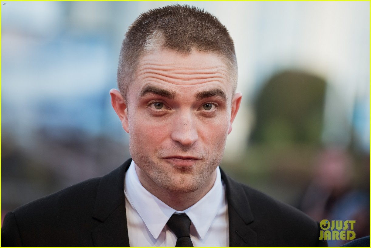 robert pattinson accepts special honor at deauville film fest 063949612