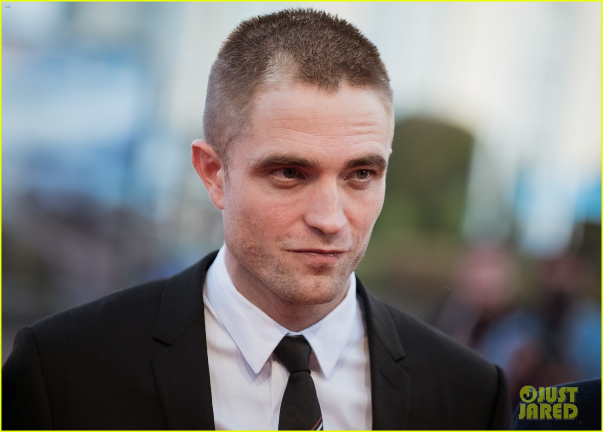 robert pattinson accepts special honor at deauville film fest 083949614
