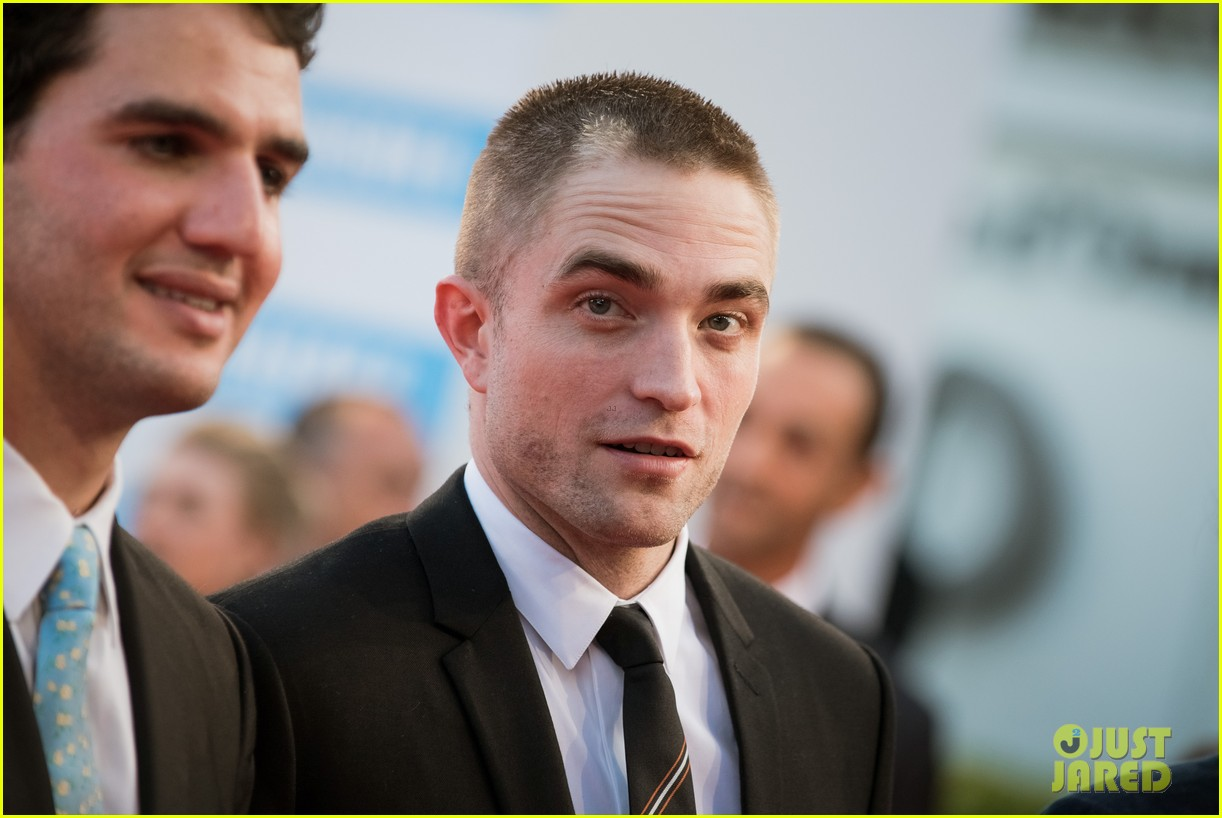 robert pattinson accepts special honor at deauville film fest 093949615