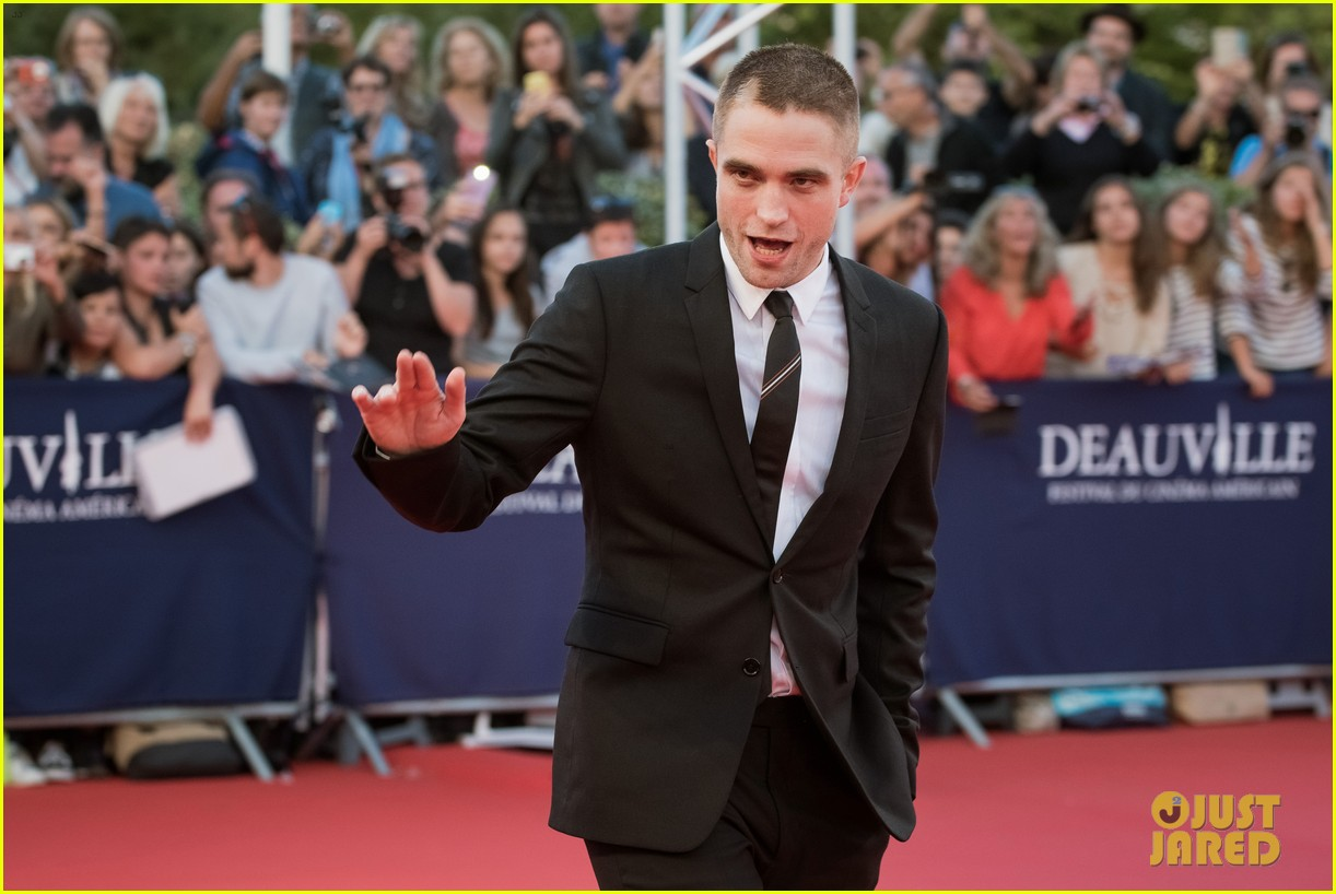 robert pattinson accepts special honor at deauville film fest 113949617