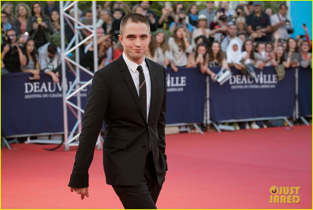 robert pattinson accepts special honor at deauville film fest 123949618