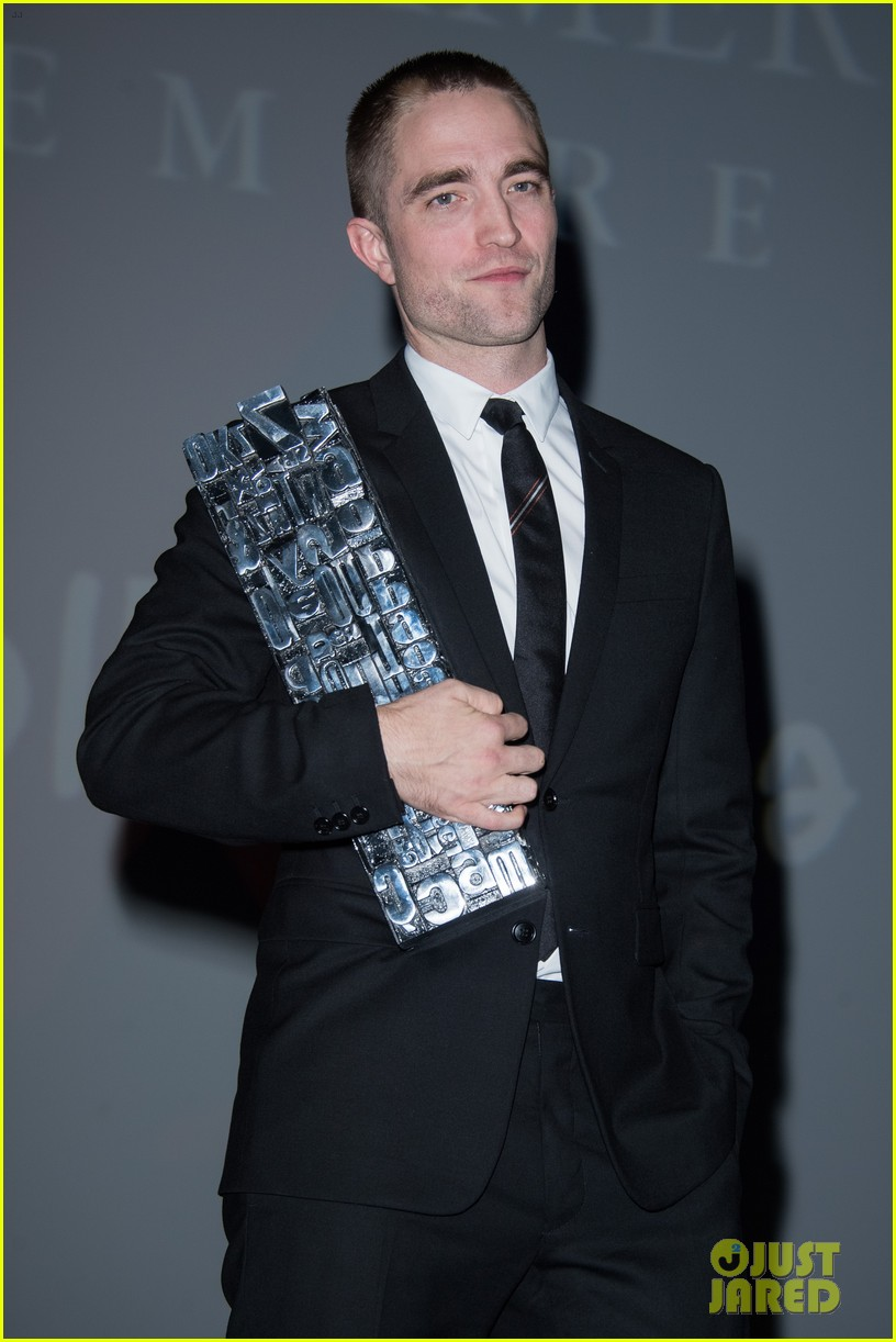 robert pattinson accepts special honor at deauville film fest 163949622