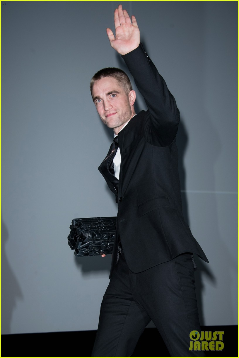 robert pattinson accepts special honor at deauville film fest 183949624