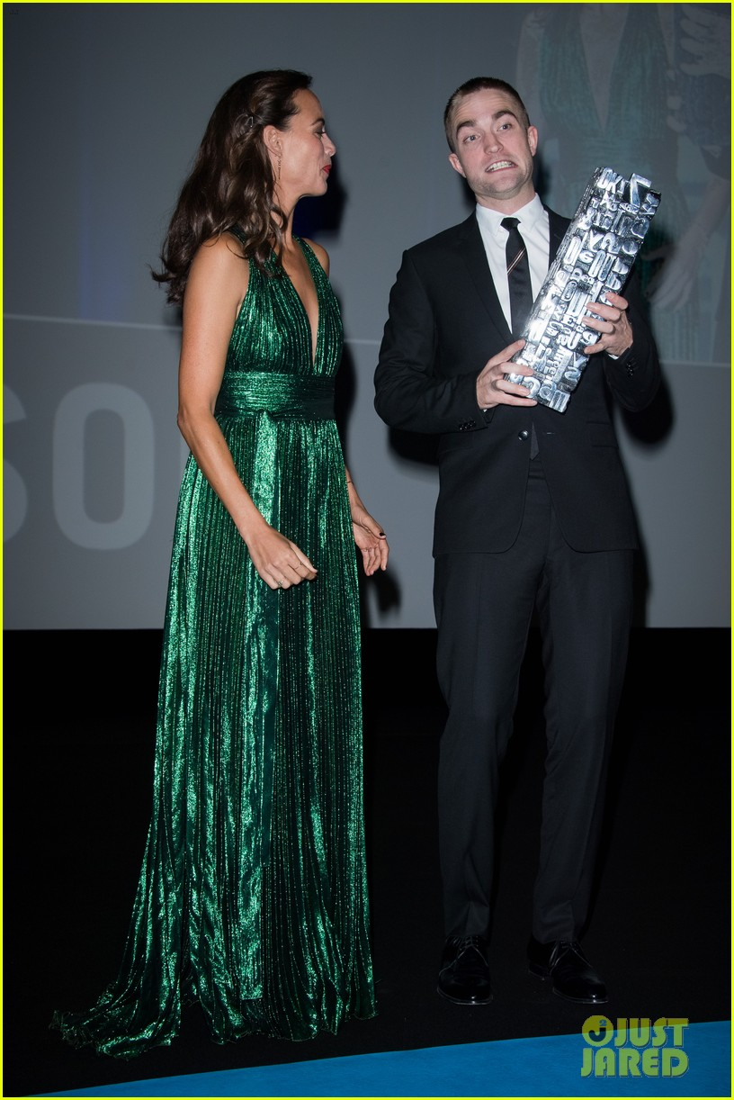 robert pattinson accepts special honor at deauville film fest 193949625