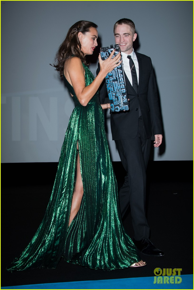 robert pattinson accepts special honor at deauville film fest 223949628
