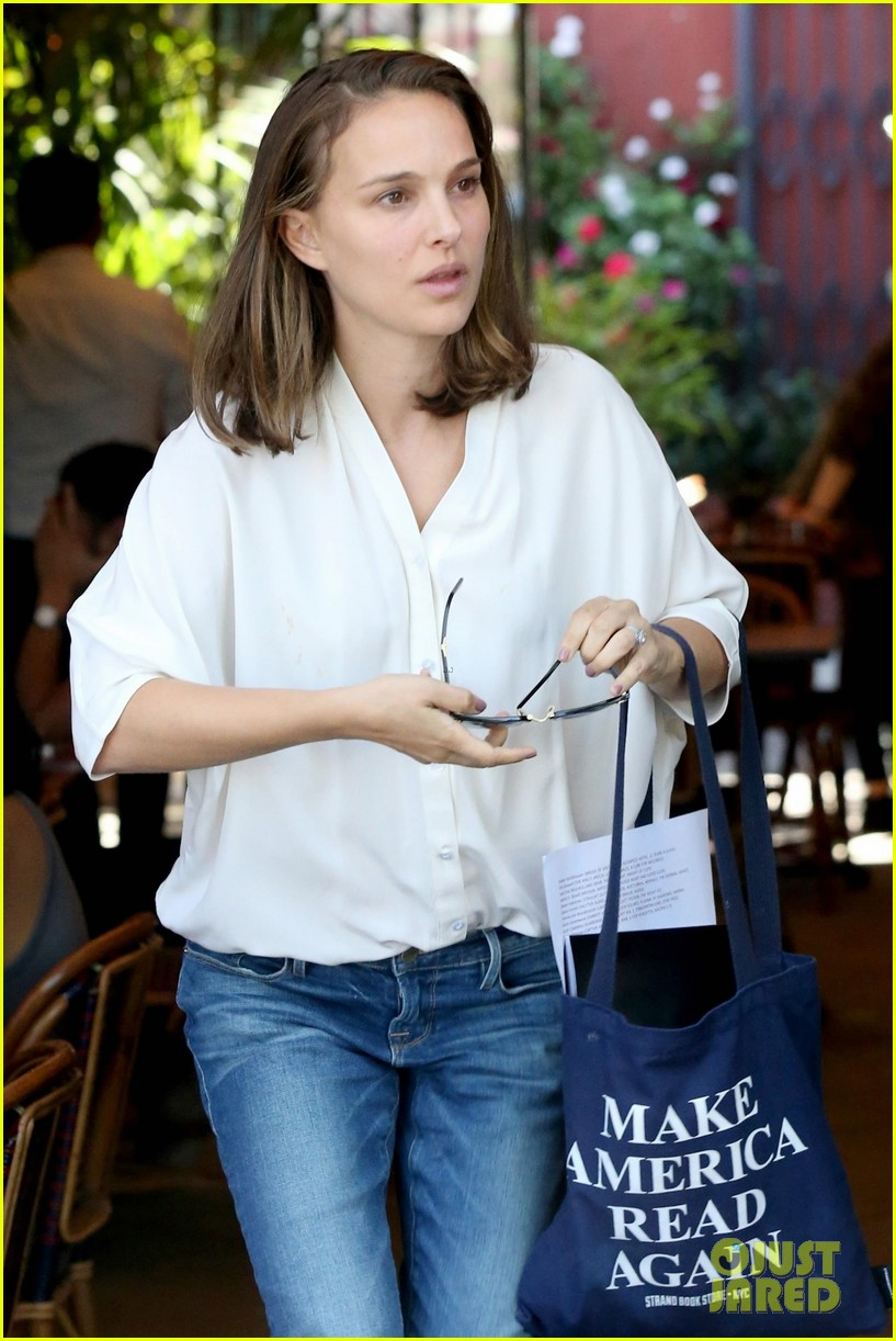 natalie portman goes makeup free while running errands in los feliz 033965084