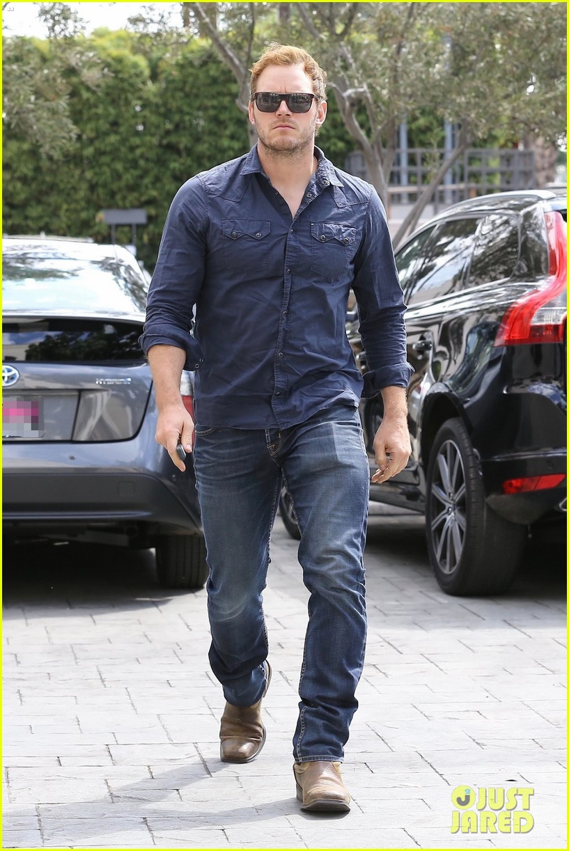 chris pratt is all business while arriving for early morning meeting 043955433