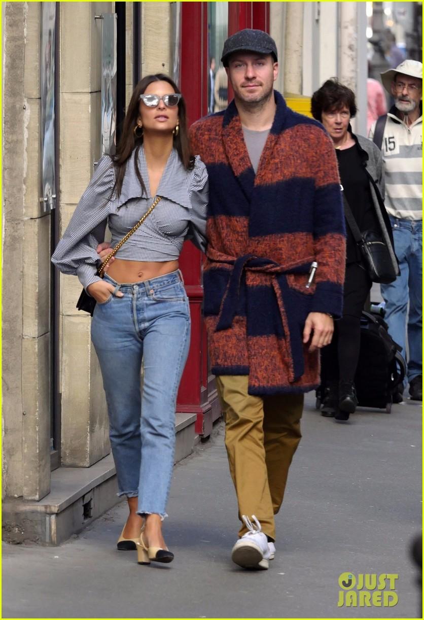 emily ratajkowski has boyfriend jeff magid by her side paris 053966485