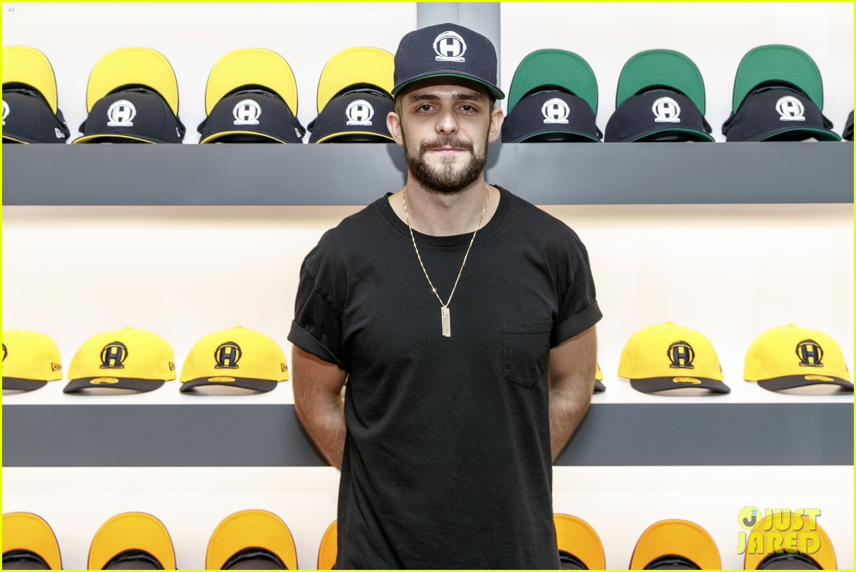 thomas rhett brings daughter willa gray to la pop up store opening 023962608