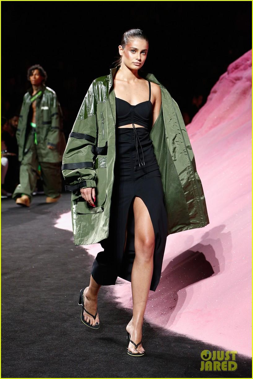 rihannas fenty fashion show 033954652