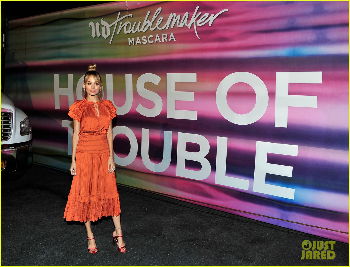 nicole richie says daughter harlow is a hair and makeup girl 033962069