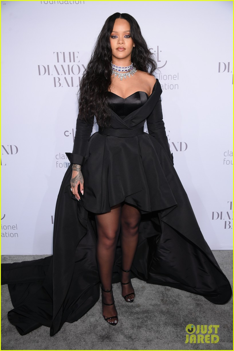 rihanna glams up for third annual diamond ball 013957231
