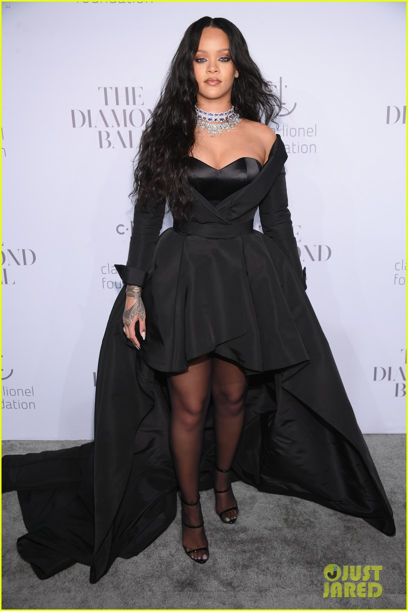 rihanna glams up for third annual diamond ball 053957235